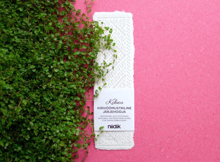 Kihnu kirivöömustriline niidik paberile tikkimiseks